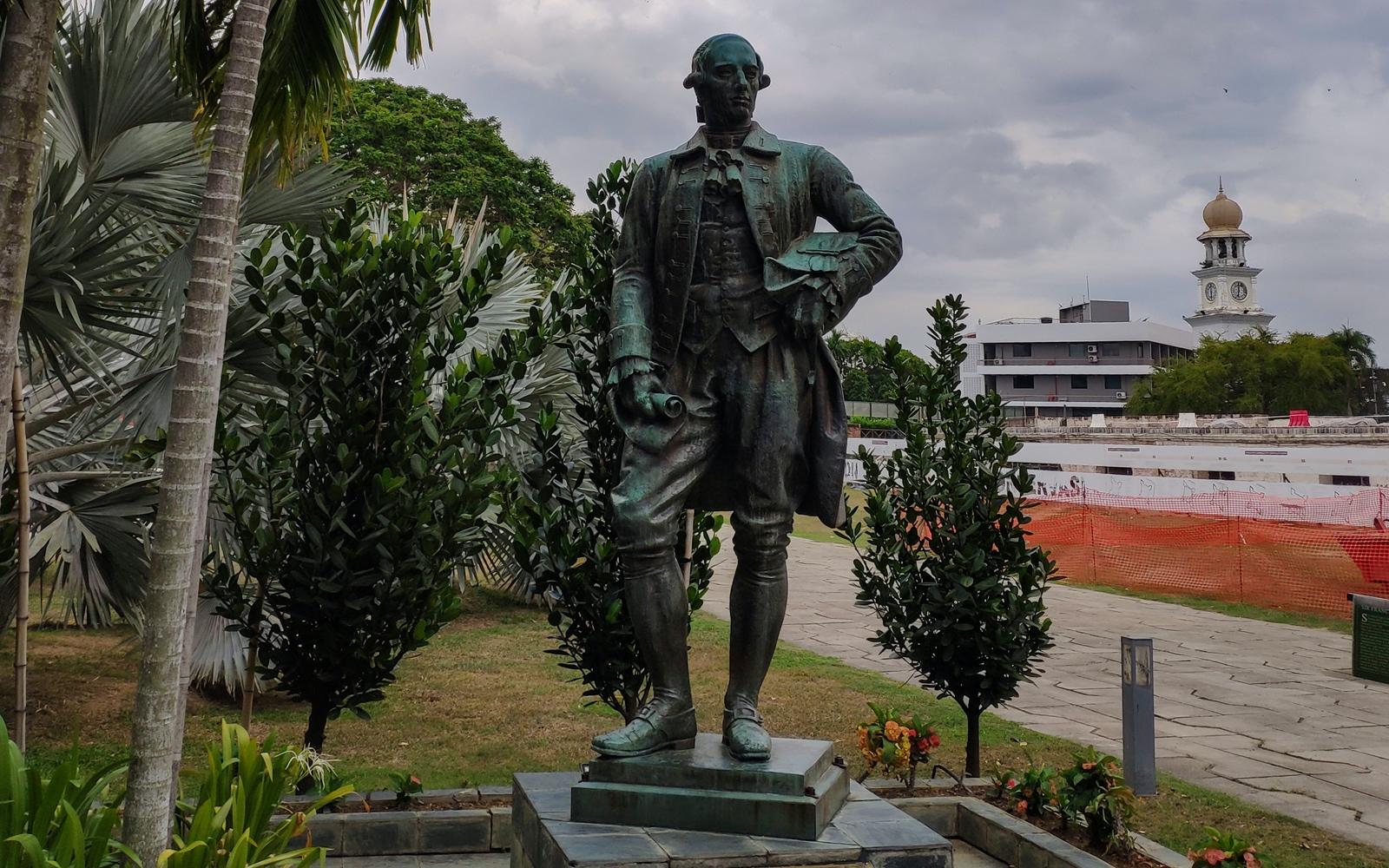 Francis Light statue in Penang - New Naratif